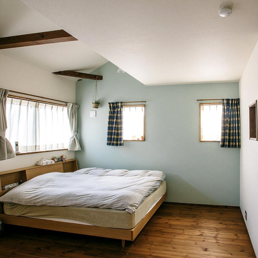 MOPTOP施工事例 小峰邸 壁紙の色がアクセントの可愛い寝室