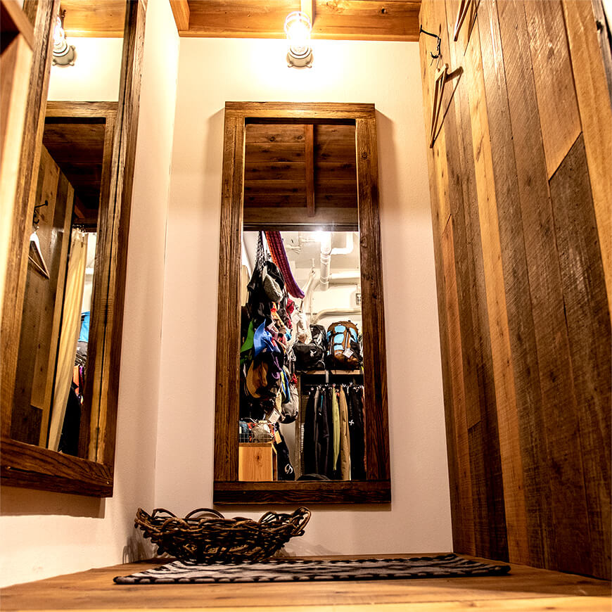 MOPTOP施工事例 マウンガ 鏡を二面使用し、使いやすさにもこだわった更衣室