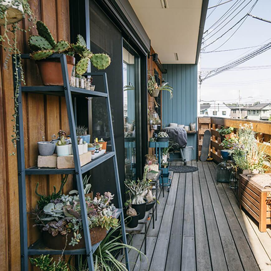 MOPTOP施工事例 木村亭 1階ウッドデッキ 植物がいっぱい